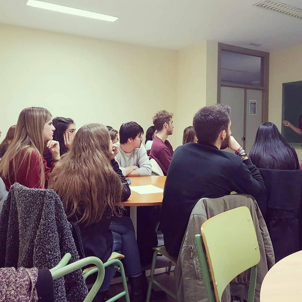 Alumnos y alumnas de la UNIZar atendiendo a las formaciones de Mind the Mind .