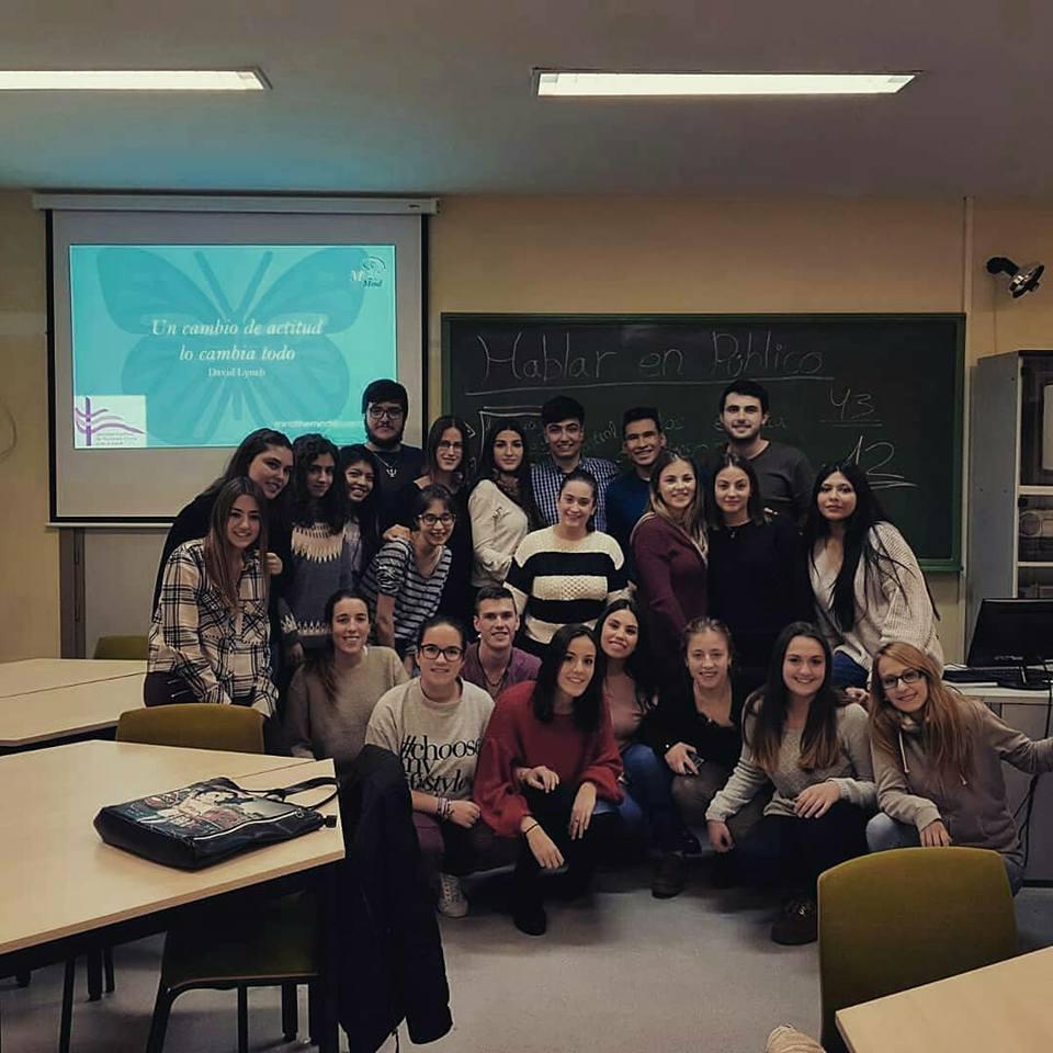Foto grupal con los alumnos y alumnas de la UNIZar.