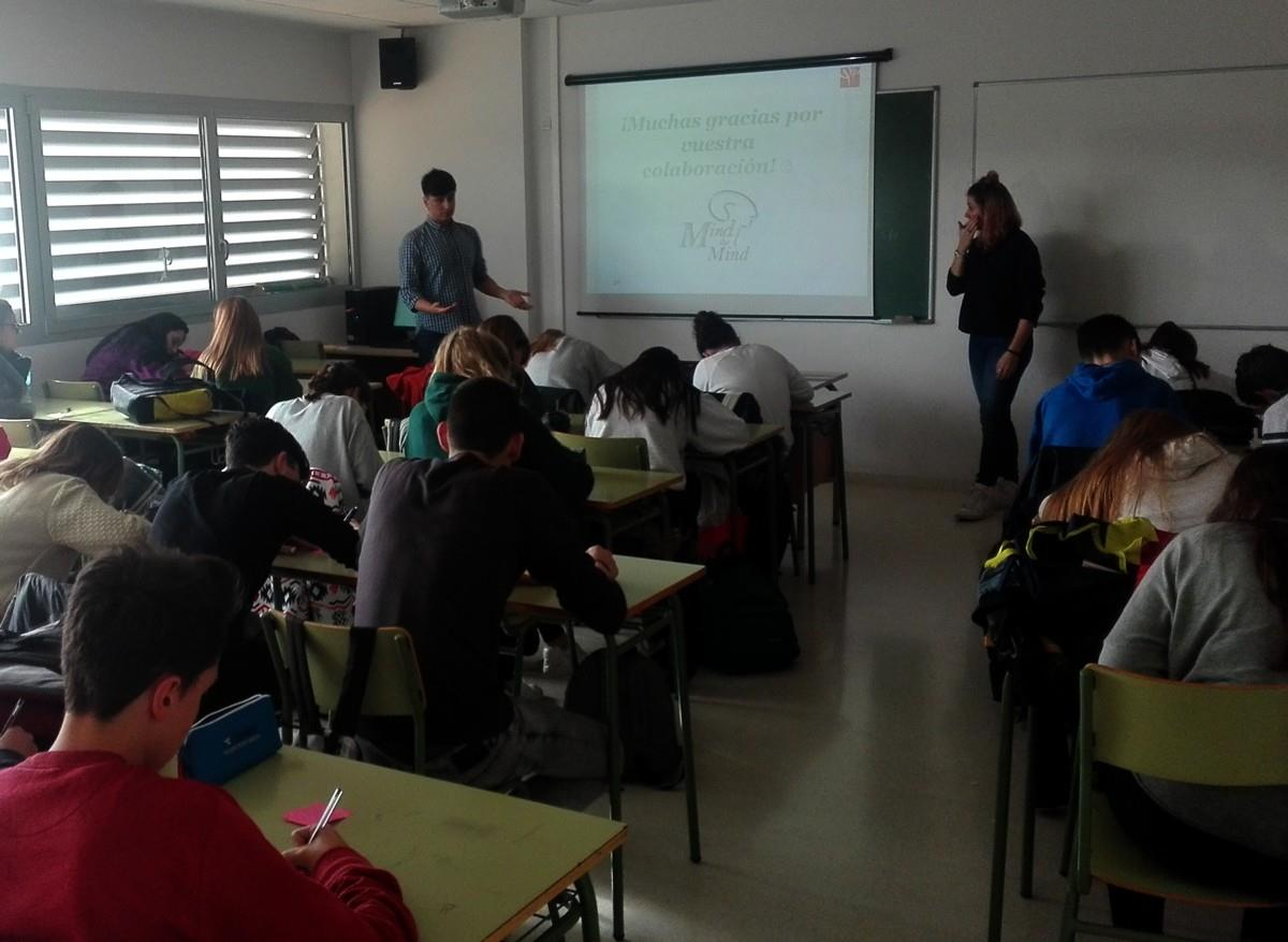 Manuel Iglesias y Elisa Martín impartiendo el taller en el IES Segundo de Chomón.