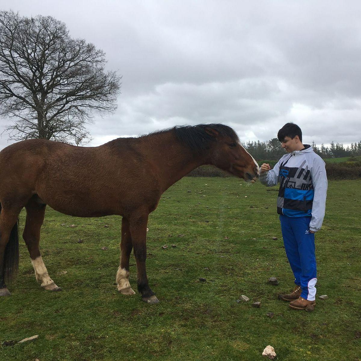 Manuel Iglesias con un caballo.