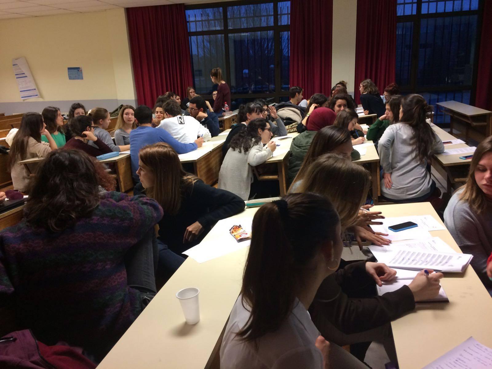 Actividad por grupos durante la formación de la Universidad Complutense de Madrid.
