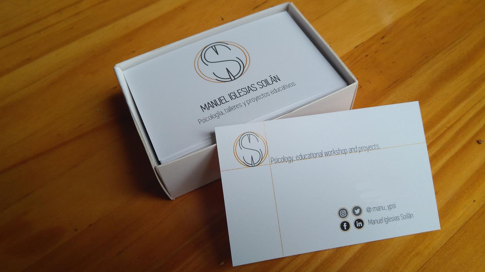 Tarjetas de visita de Manuel Iglesias Soilán con sus redes, e-mail y número de contacto.