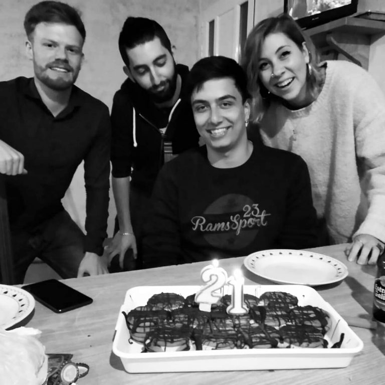 Manuel Iglesias Soilán con varios de sus amigos el día de su cumpleaños.