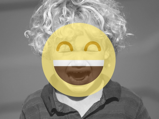 Él sonríe con los pequeños momentos, ¿y tú? // Imagen de: polvo.com